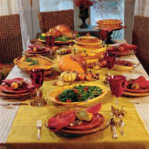 thanksgiving table and thanksgiving food