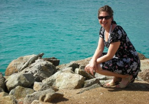 Dr. Robyn with iguana in aruba